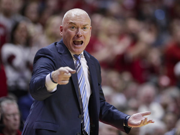 Penn State University head basketball coach Pat Chambers has resigned from his post.