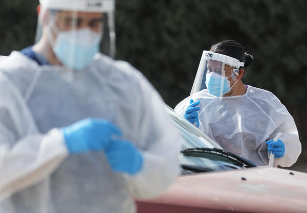 Frontline healthcare workers work at a drive-in COVID-19 testing site amid a surge of COVID-19 cases in El Paso on November 13, 2020. (Mario Tama/Getty Images)