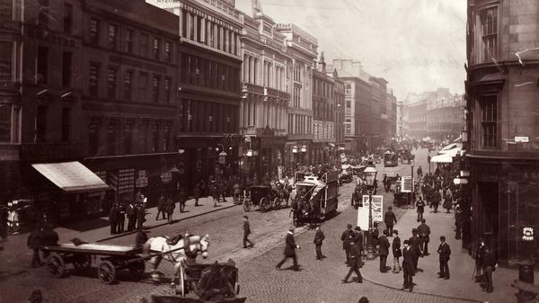 Passers-by and horse-drawn traffic circa 1895 on Jamaica Street in Glasgow, Scotland.