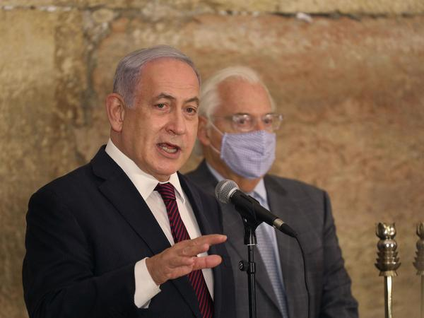 """Israeli Prime Minister Benjamin Netanyahu, seen Thursday with U.S. Ambassador to Israel David Friedman at the Western Wall in Jerusalem's Old City, thanked Morocco's King Mohammed VI """"for taking this historic decision to bring a historic peace between us."""""""