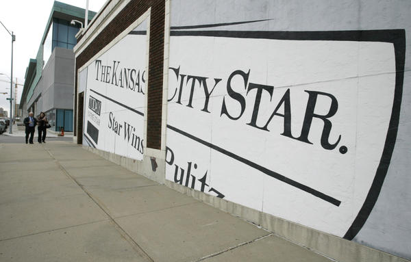 A mural on the wall of the circulation building off <em>The Kansas City Star</em> in 2006, in Kansas City, Mo.