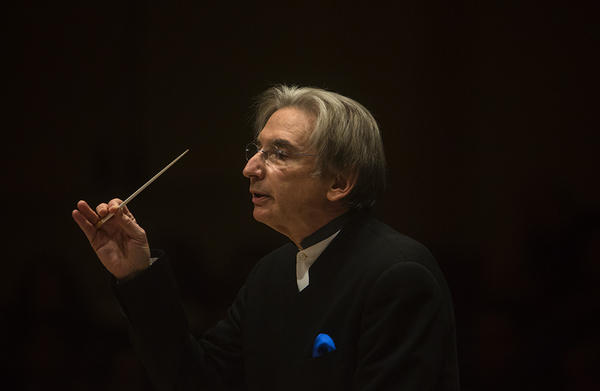 Michael Tilson Thomas put together an intriguing program for this performance by the San Francisco Symphony at Carnegie Hall on Nov. 13, 2013: Beethoven's <em>Leonore</em> Overture No. 3, Mozart's Piano Concerto No. 25 with pianist Jeremy Denk, Copland's woefully underheard Symphonic Ode, and current composer Steven Mackey's fantastical <em>Eating Greens</em>.