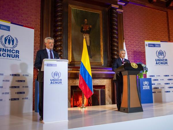 Colombian President Ivan Duque (right) and UN High Commissioner for Refugees Italian Filippo Grandi (left) held a briefing in Bogota on Feb. 8 to announce the temporary regularization of almost one million undocumented Venezuelans living in Colombia.