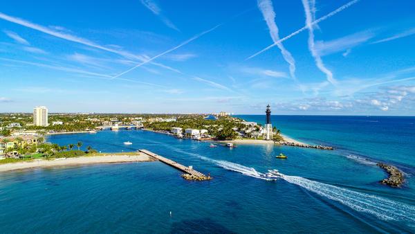 Hillsboro Inlet Lighthouse in  Hillsboro Beach, Florida, USA near Fort Lauderdale