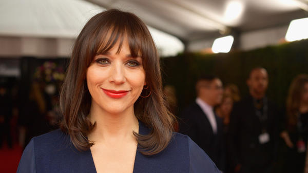 """Rashida Jones says that growing up with two famous parents (Quincy Jones and Peggy Lipton) gave her a """"very healthy perspective on fame."""" She's pictured above at the 2019 Annual Grammy Awards in Los Angeles, Calif."""