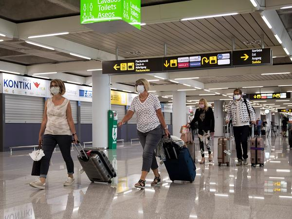 Tourists arrive at Palma de Mallorca, Spain, last summer. The EU's executive arm has proposed a certificate to ease travel across its member states.