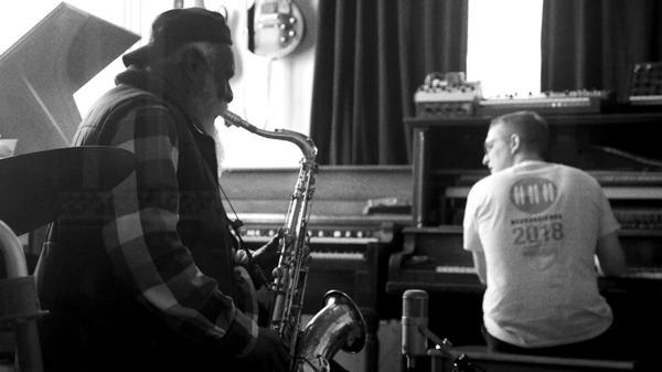 Pharoah Sanders and Sam Shepherd (a.k.a. Floating Points) in the studio making <em>Promises</em>.