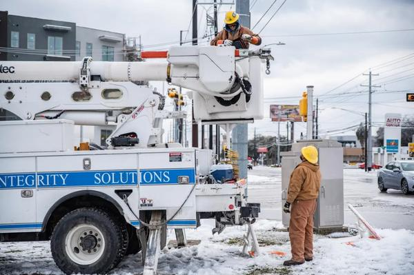Electrical workers repaired a power line in Austin after a severe winter storm rolled through the state. SB 3 would require all power generators, transmission lines, natural gas facilities and pipelines to make upgrades for extreme weather — a process known as weatherization.