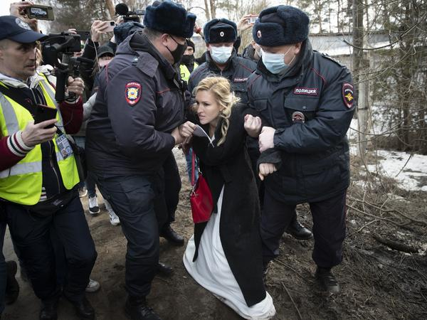 Police officers Tuesday detain Alliance of Doctors union leader Dr<strong>. </strong>Anastasia Vasilyeva outside a prison colony in Pokrov, Russia, east of Moscow. A group of doctors gathered at the prison colony where opposition leader Alexei Navalny is being held.