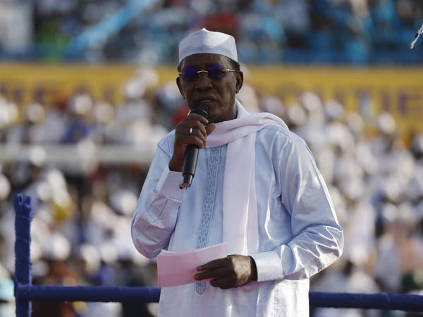 Chadian President Idriss Déby Itno addresses supporters at an election campaign rally in N'djamena earlier this month. The government announced Tuesday that Déby had died during clashes with rebels.