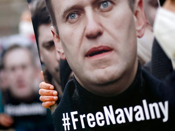 Activists from Amnesty International demonstrate Saturday outside the Russian Embassy in Berlin, calling for the release of Kremlin critic Alexei Navalny. On Monday, a Russian court ordered the temporary suspension of Navalny's political network.