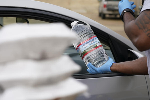 The faculty and students at Provine High School served prepared meals and distributed bottled water to residents in Jackson, Mississippi, on March 11, 2021. The Jackson Public School District set up sites at several schools to help residents who still are under a boil water notice. (Rogelio V. Solis/AP)
