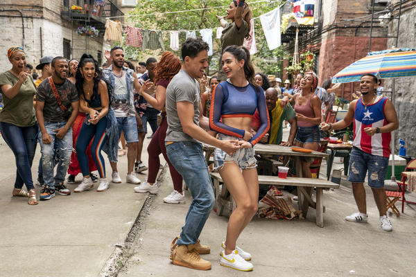 Anthony Ramos and Melissa Barrera play Usnavi and Vanessa in the film <em>In the Heights.</em>
