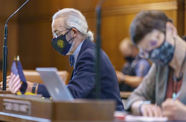 Sen. Floyd Prozanski, D-Eugene, on the Senate floor, May 18, 2021.