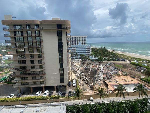 Charities and state agencies are rushing to support people who were displaced by the partial collapse of a large condo building in Surfside, north of Miami Beach, with officials calling for donations from the public.