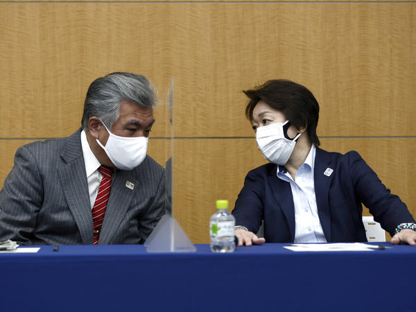 President of the Tokyo 2020 Olympics Organizing Committee Seiko Hashimoto (right) talks to Tokyo 2020 Vice Director General Yukihiko Nunomura before a press briefing on the operation and media coverage of Tokyo 2020 Olympic Torch Relay in Tokyo on Thursday.