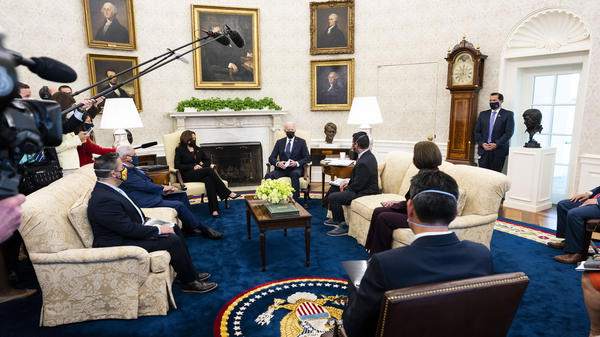When President Biden hosts lawmakers to the Oval Office, like he did here on April 20, the meetings and the seating arrangements are carefully choreographed, with the pandemic in mind.