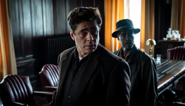 Benicio Del Toro and Don Cheadle play low-level gangsters who get sucked into a into a major corporate conspiracy in <em>No Sudden Move.</em>
