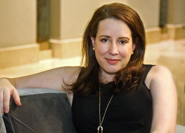 Julia Quinn, author of the <em>Bridgerton </em>novels, has lost her father and sister in a car crash.