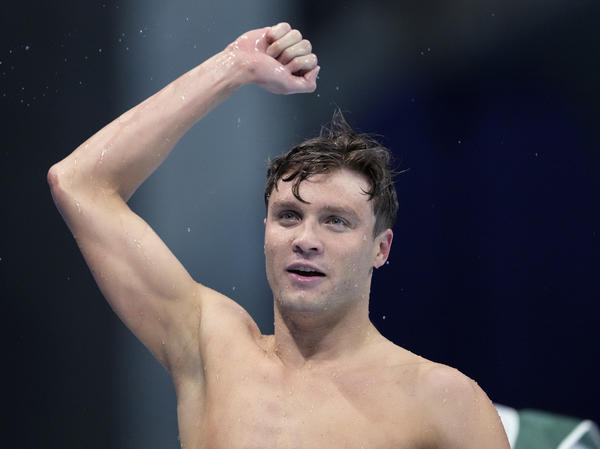 Bobby Finke of the United States celebrates winning the men's 800-meters freestyle final at the Summer Olympics on Thursday  in Tokyo.