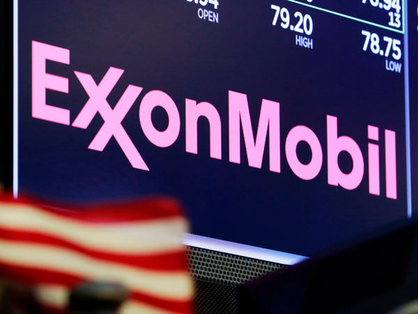 Exxon Mobil has apologized after one of its lobbyists talked about undermining climate action in an undercover video.