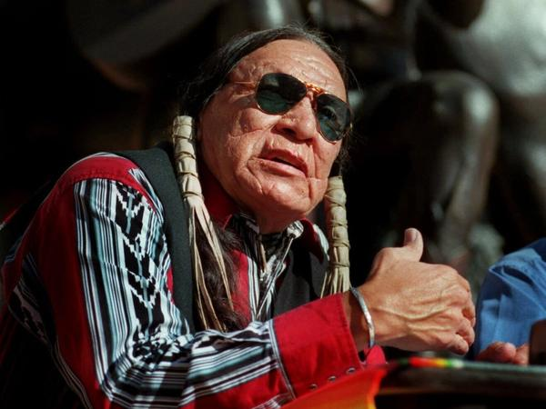 Saginaw Grant, a prolific Native American character actor and hereditary chief of the Sac & Fox Nation of Oklahoma, has died. He was 85.