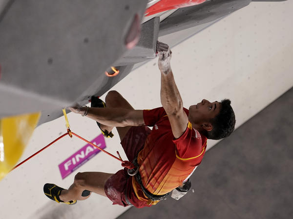 Spain's Alberto Ginés López climbs during the Sport Climbing men's combined final of the Tokyo Olympic Games.