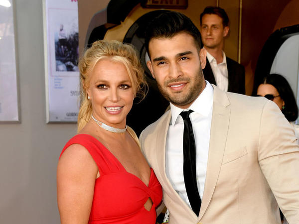 Britney Spears poses with her boyfriend, Sam Asghari, at event in Hollywood in 2019.