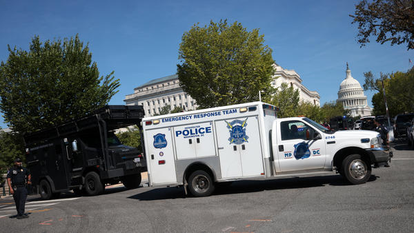 First responders arrive on the scene to investigate a report of an explosive device in a pickup truck near the Library of Congress on Capitol Hill on Aug.19, 2021.