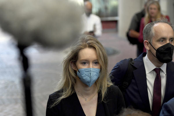 Elizabeth Holmes walks into the United States Federal Courthouse in San Jose, Calif., Tuesday, Aug. 31, 2021.