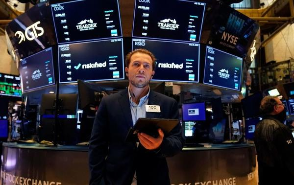 Traders work on the floor at the New York Stock Exchange this summer. Members of Congress are required to disclose their stock transactions under a law known as the STOCK Act, but an outside ethics group filed complaints, noting that some lawmakers are violating the rules.