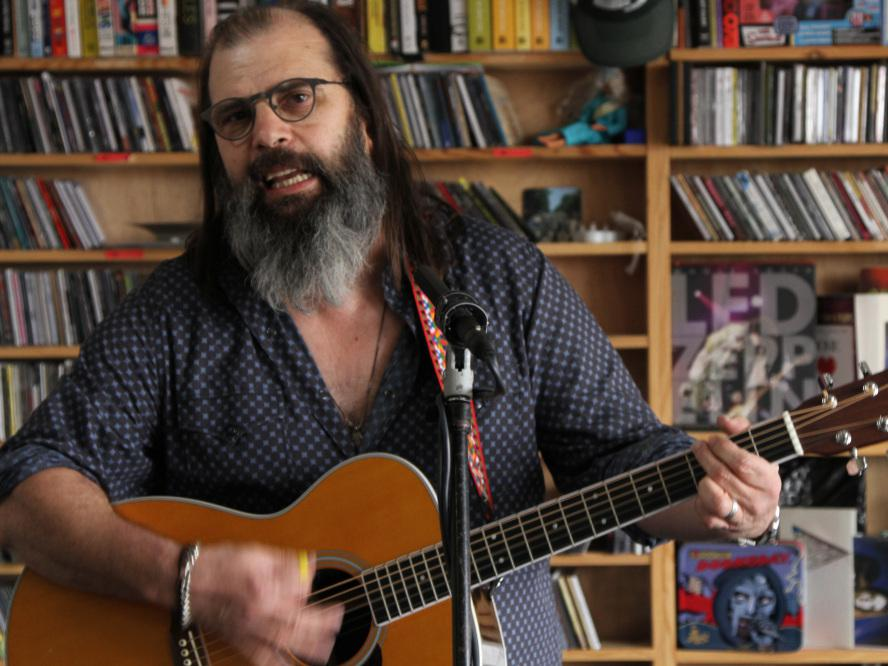 Steve Earle: Tiny Desk Concert | KUNC