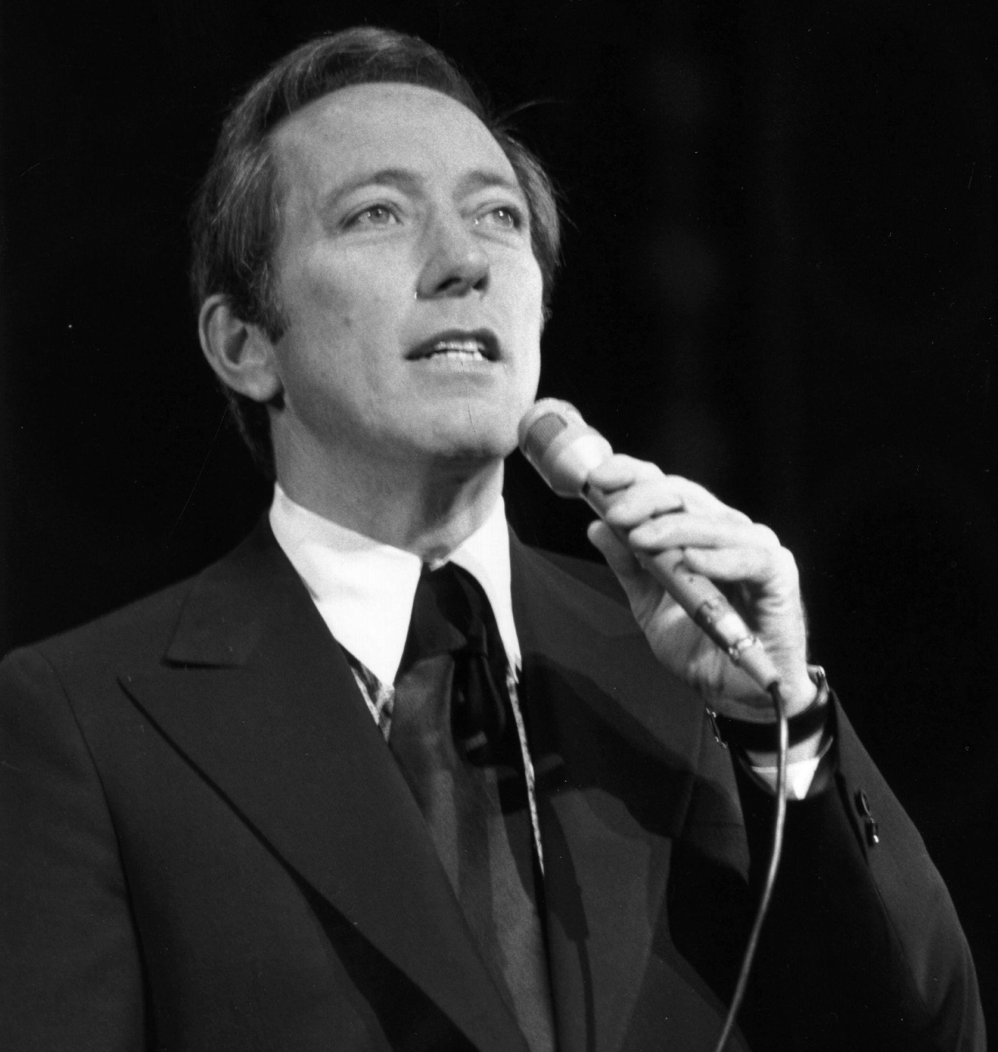 Christmas Crooner Specials 2020 Andy Williams Dies; Crooner Was Known For 'Moon River,' Christmas