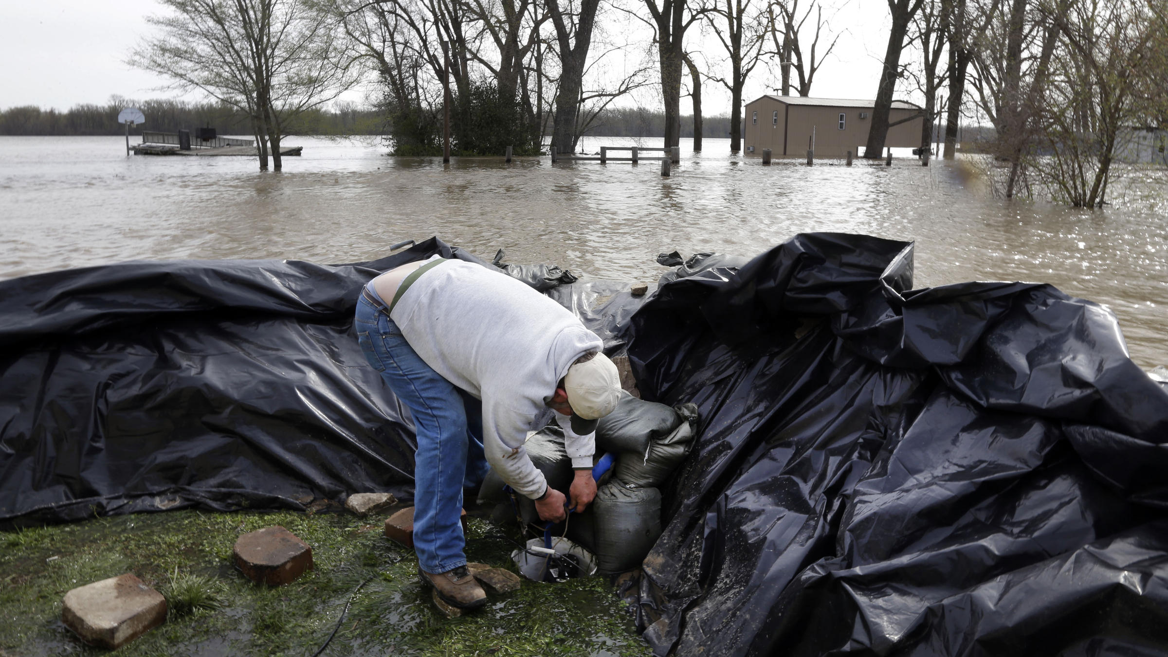 Midwest River Towns Ready Themselves For Cresting