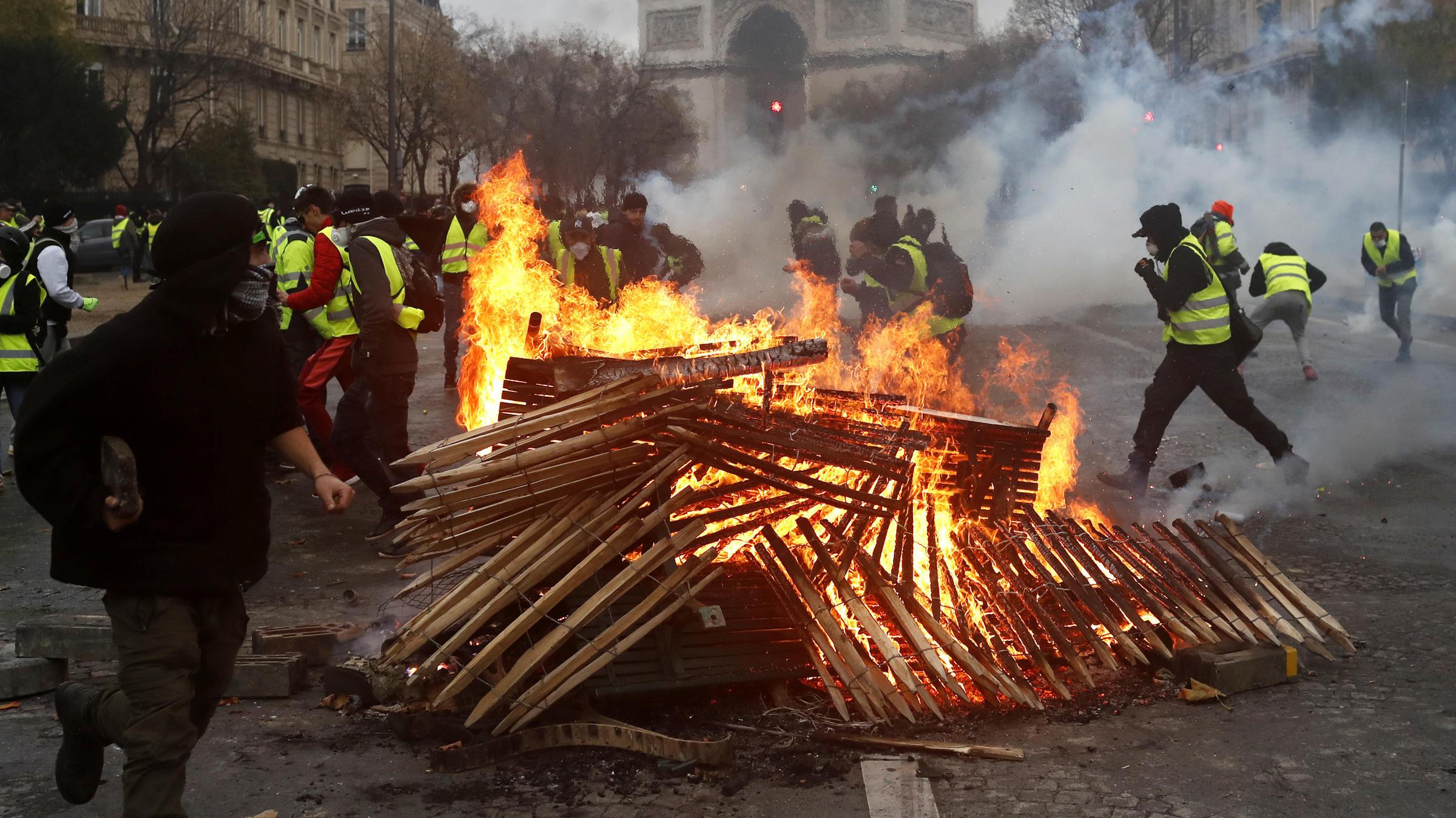 Zit de Russische geheime dienst achter de Franse gele hesjes revolutie?