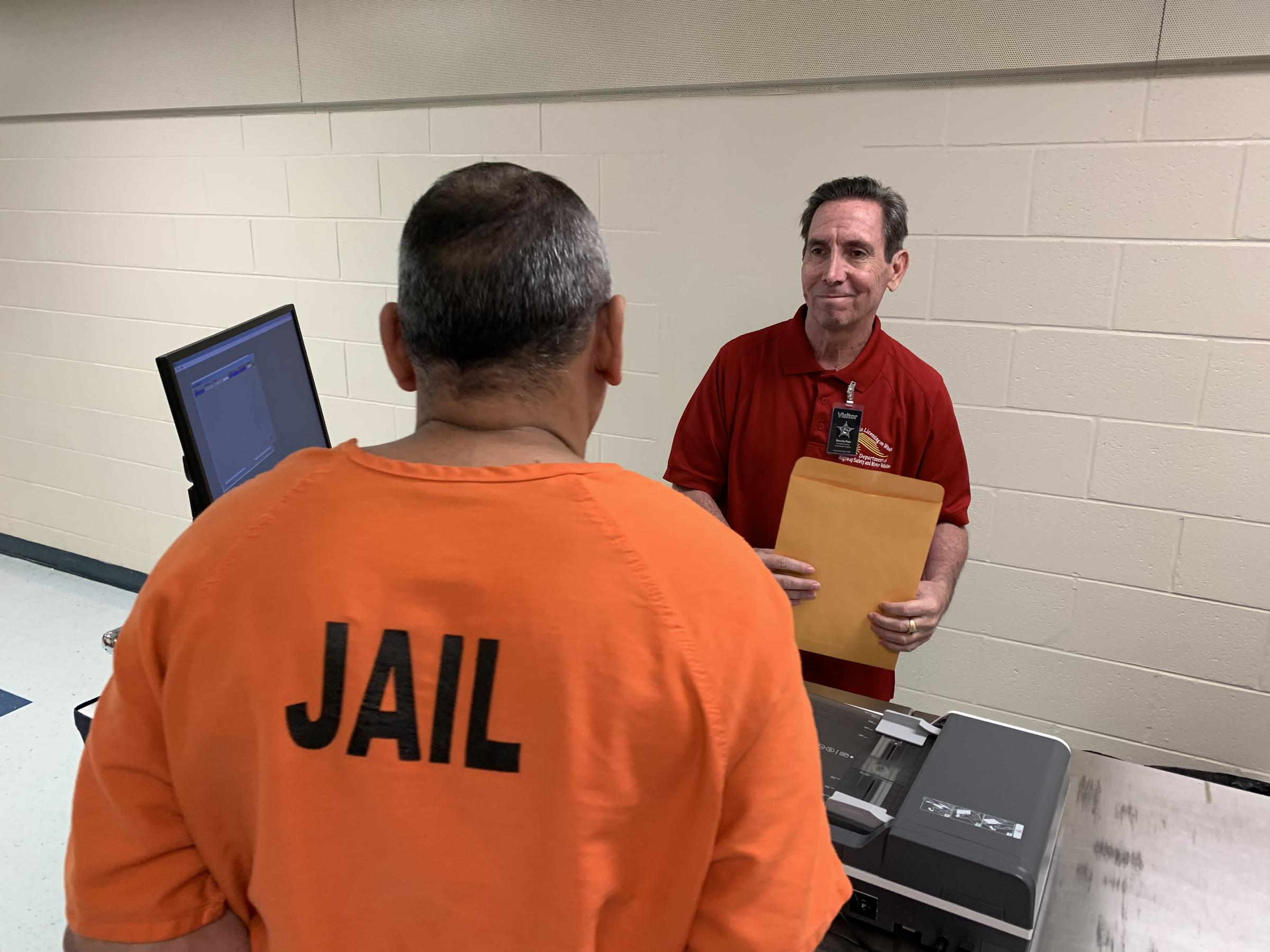 Sarasota Jail Hopes Handing Out IDs Will Boost Ex-Inmates