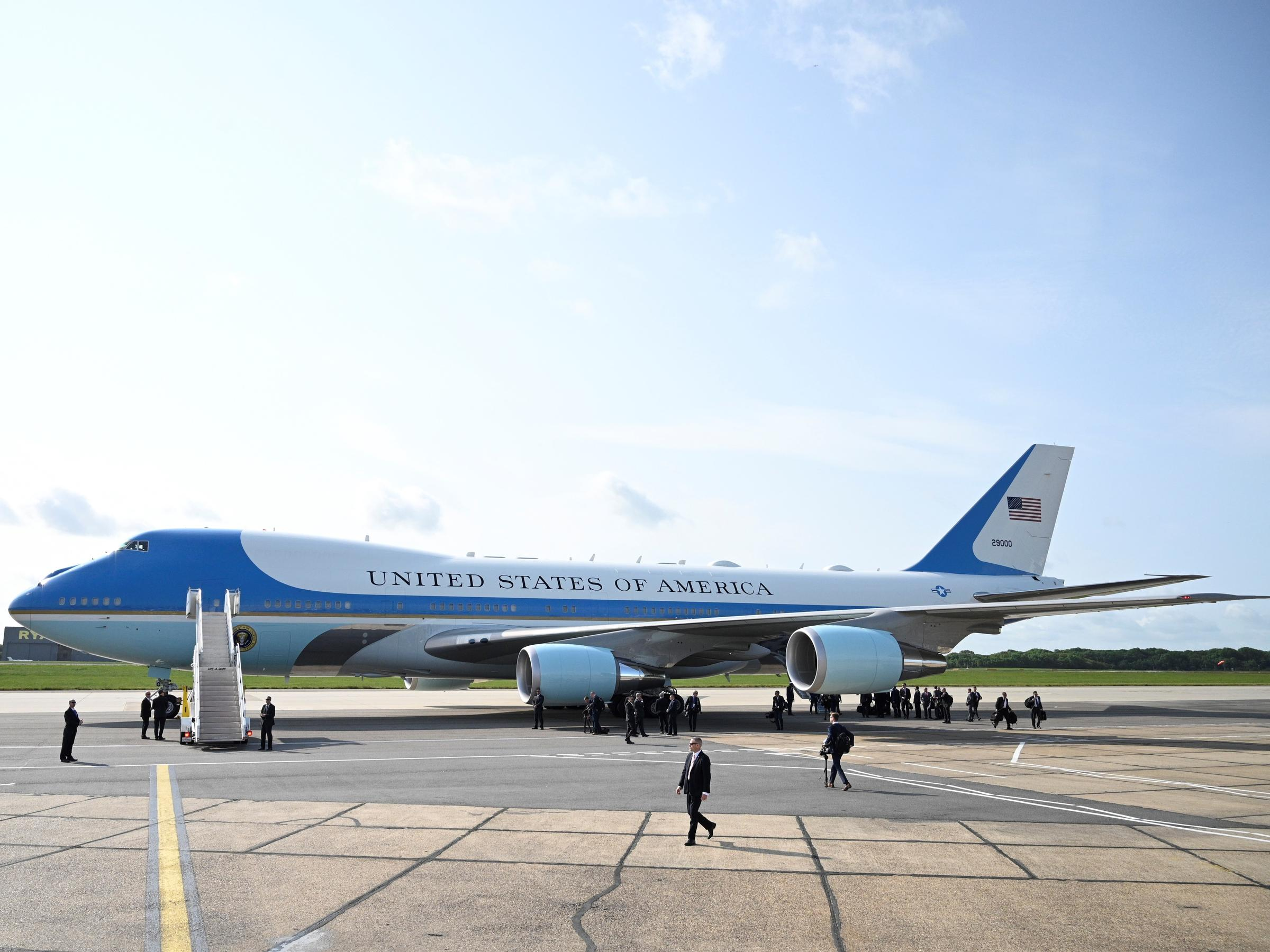 énorme réduction 597ae 56849 Trump's Designs For Revamped Air Force One May Not Take Off ...