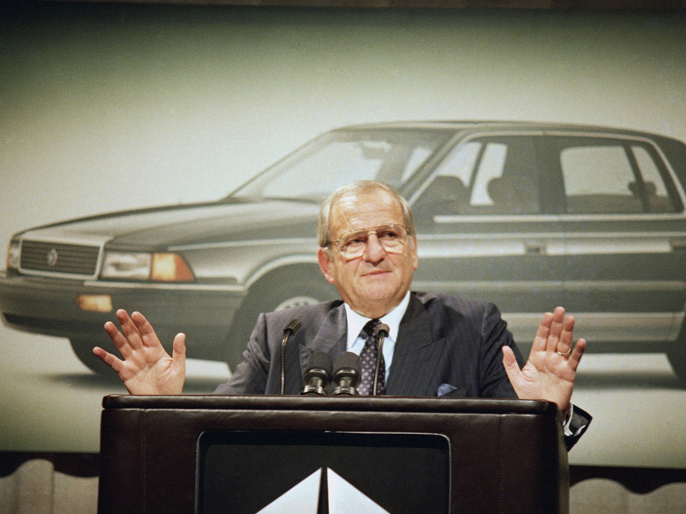 Lee Iacocca Mustang >> Icon Of Auto Industry Father Of Mustang And Minivan Lee