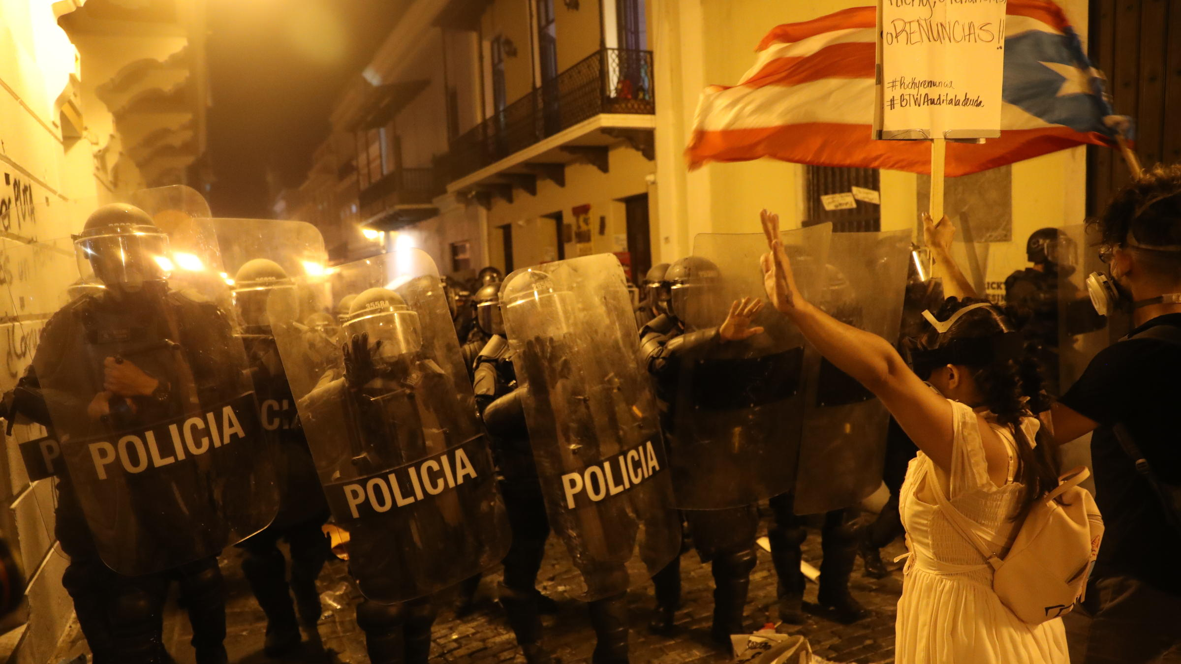 Streets A War Zone As Protesters Call For Puerto Rico S Governor