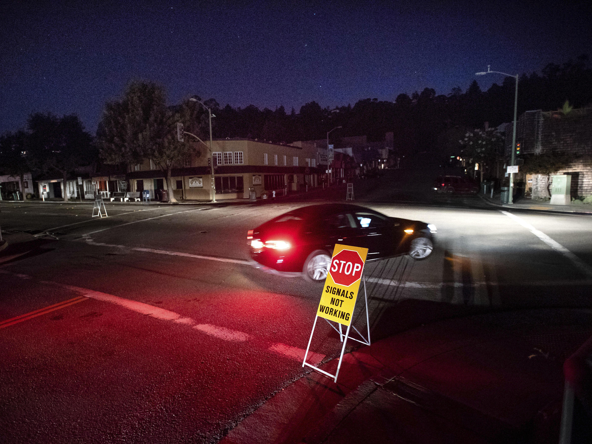Thousands of Californians Are Powerless On Second Day Of PG&E's Intentional Outages
