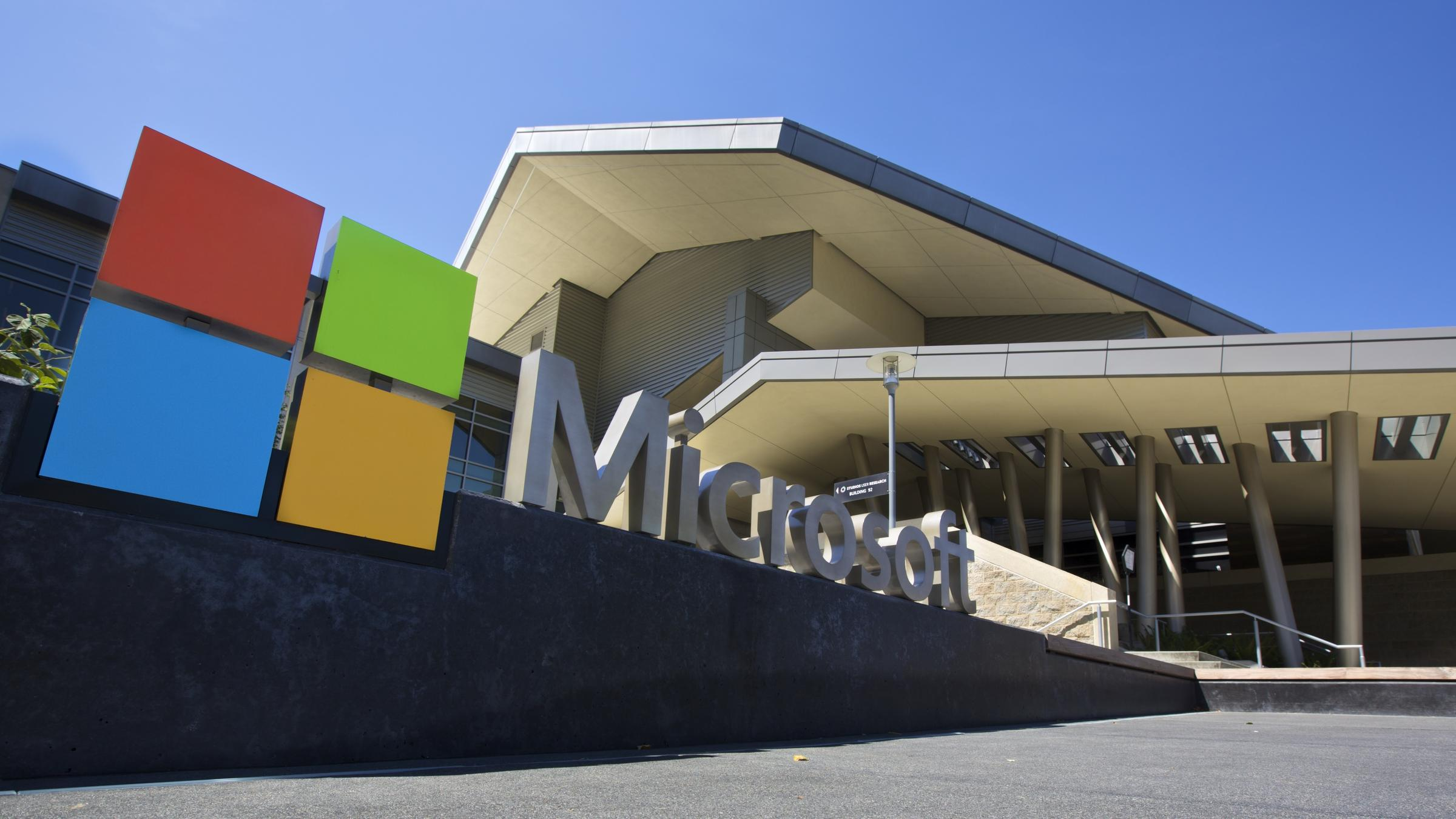 Microsoft Beats Amazon to Win $10 Billion Pentagon Defense Contract