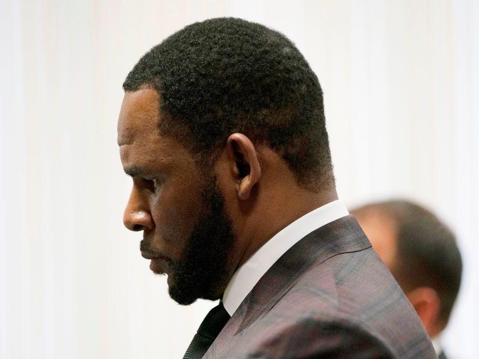 Federal prosecutors in NYC add to R Kelly's legal woes