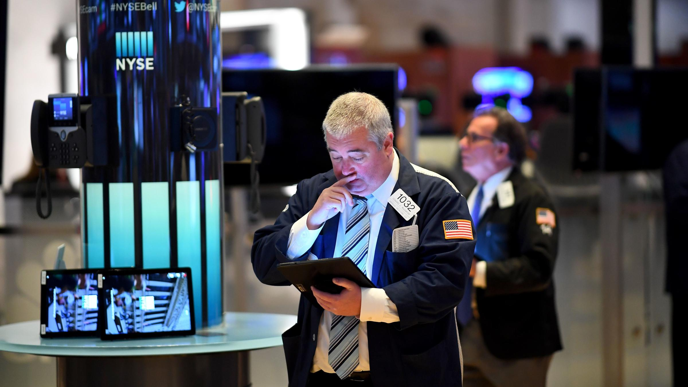 Coronavirus US: Dow erases early gains and plunges 200 points