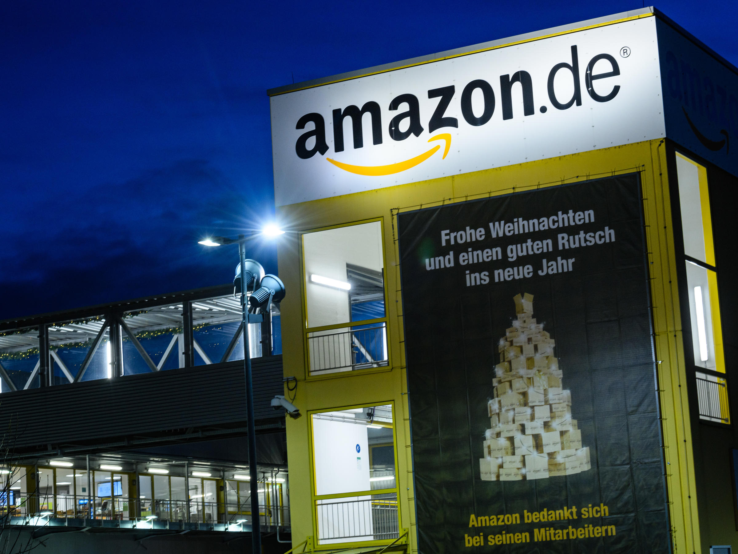 Eu Investigates If Amazon Hurts Competition By Using Sellers Data Delaware First Media