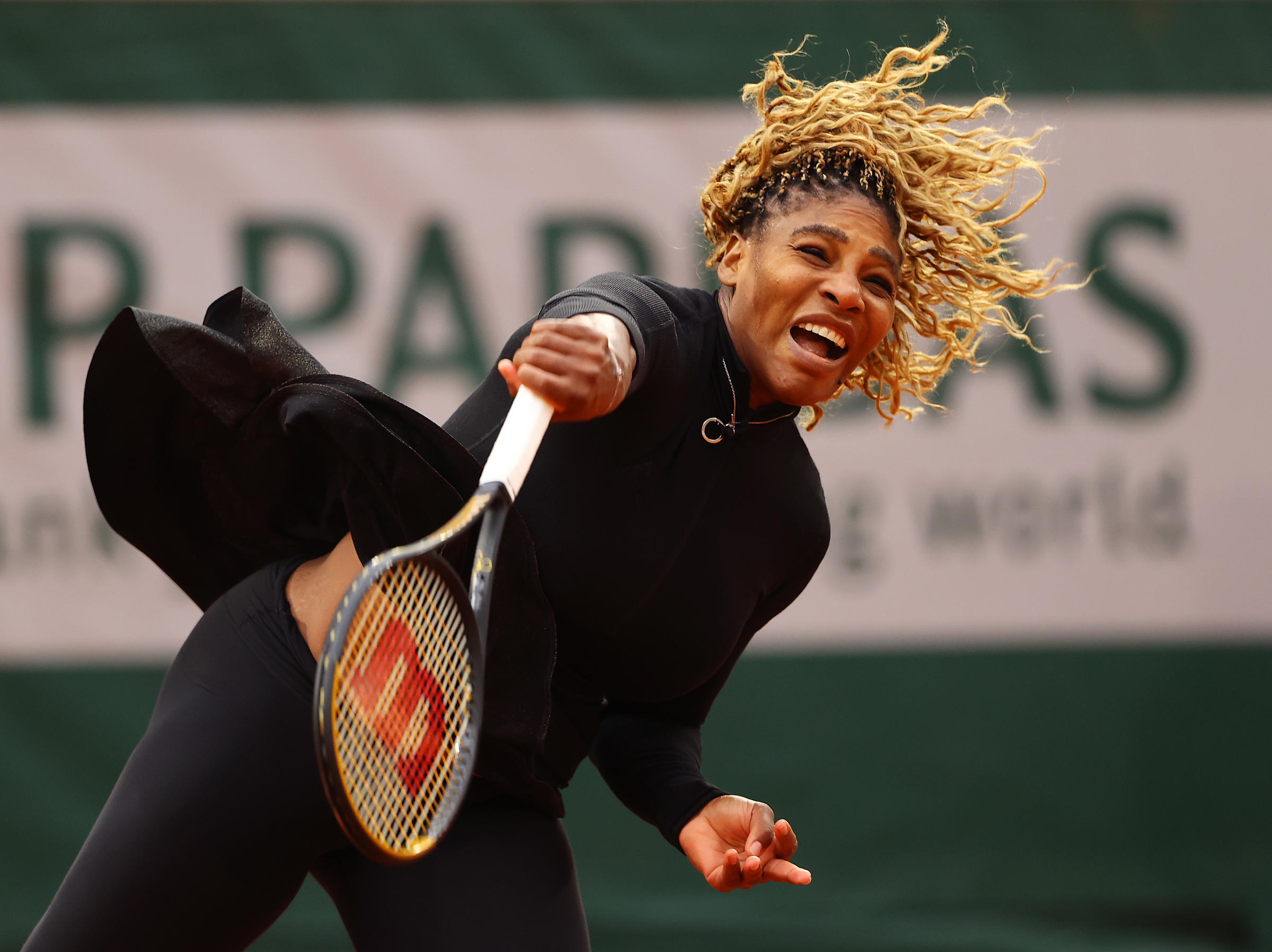Serena Williams reaches 2nd round at French Open