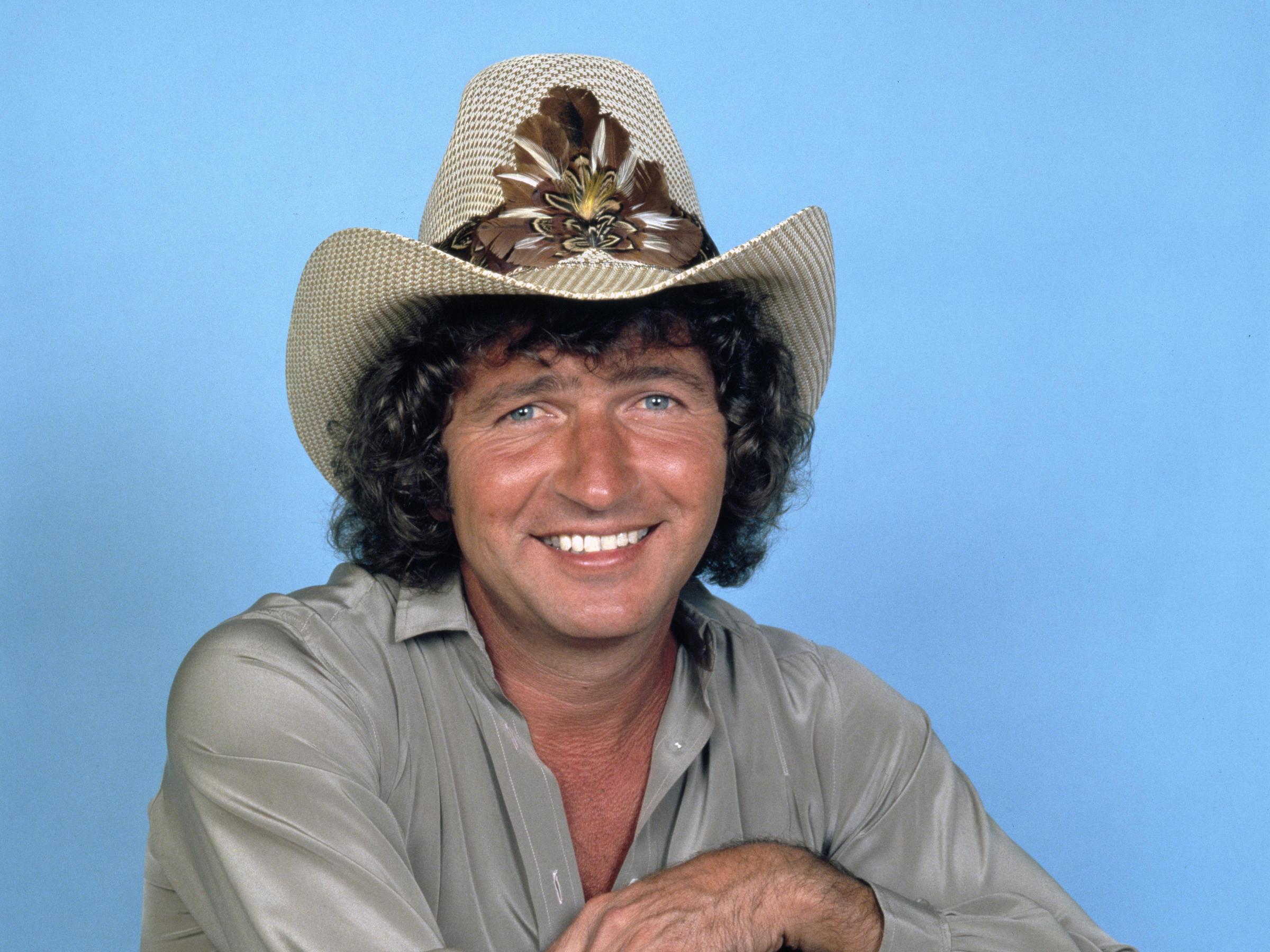 Singer-songwriter Mac Davis dies at 78