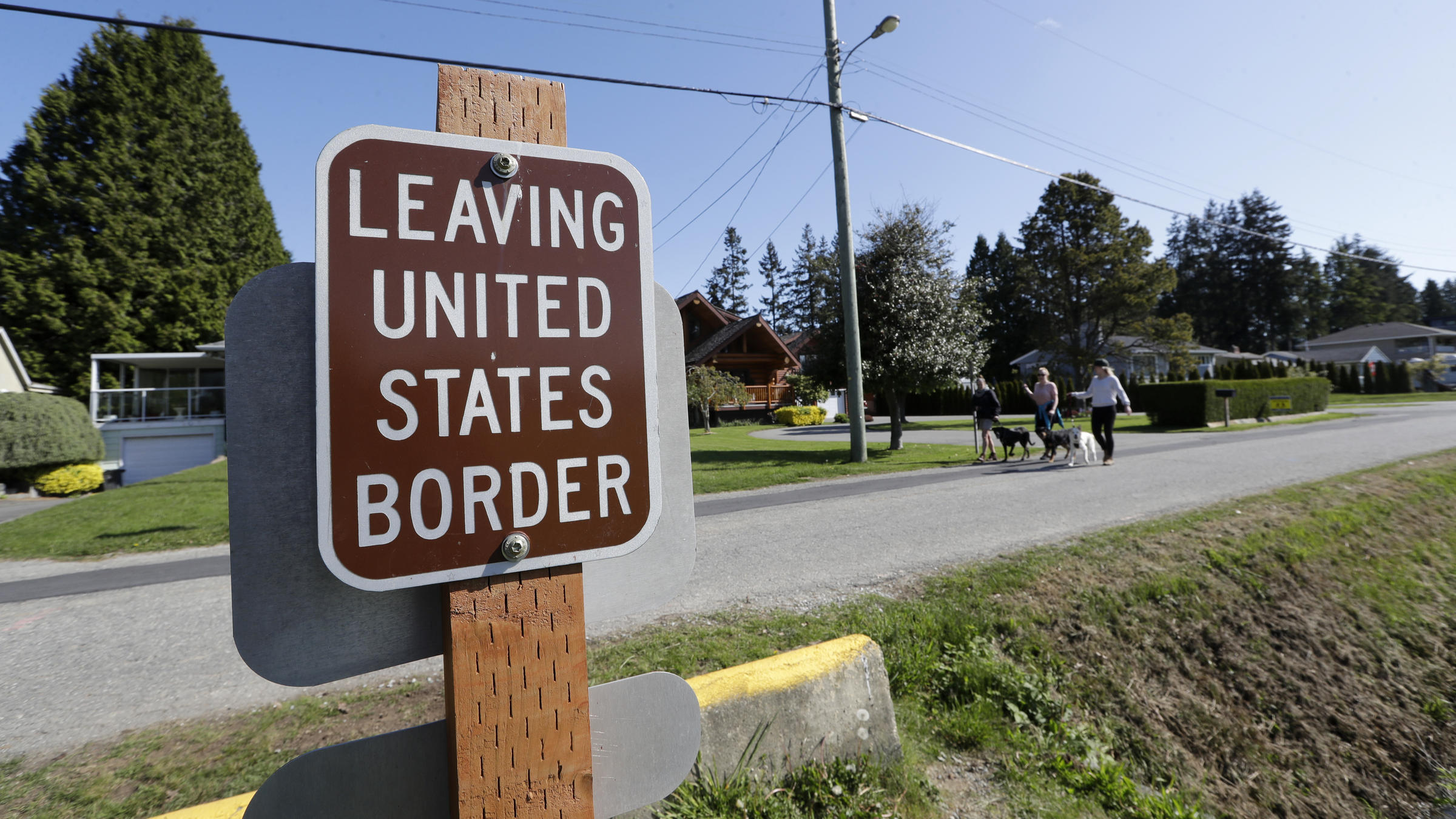 U S Canada Agree To Keep Border Partly Closed For Another 30 Days Vermont Public Radio