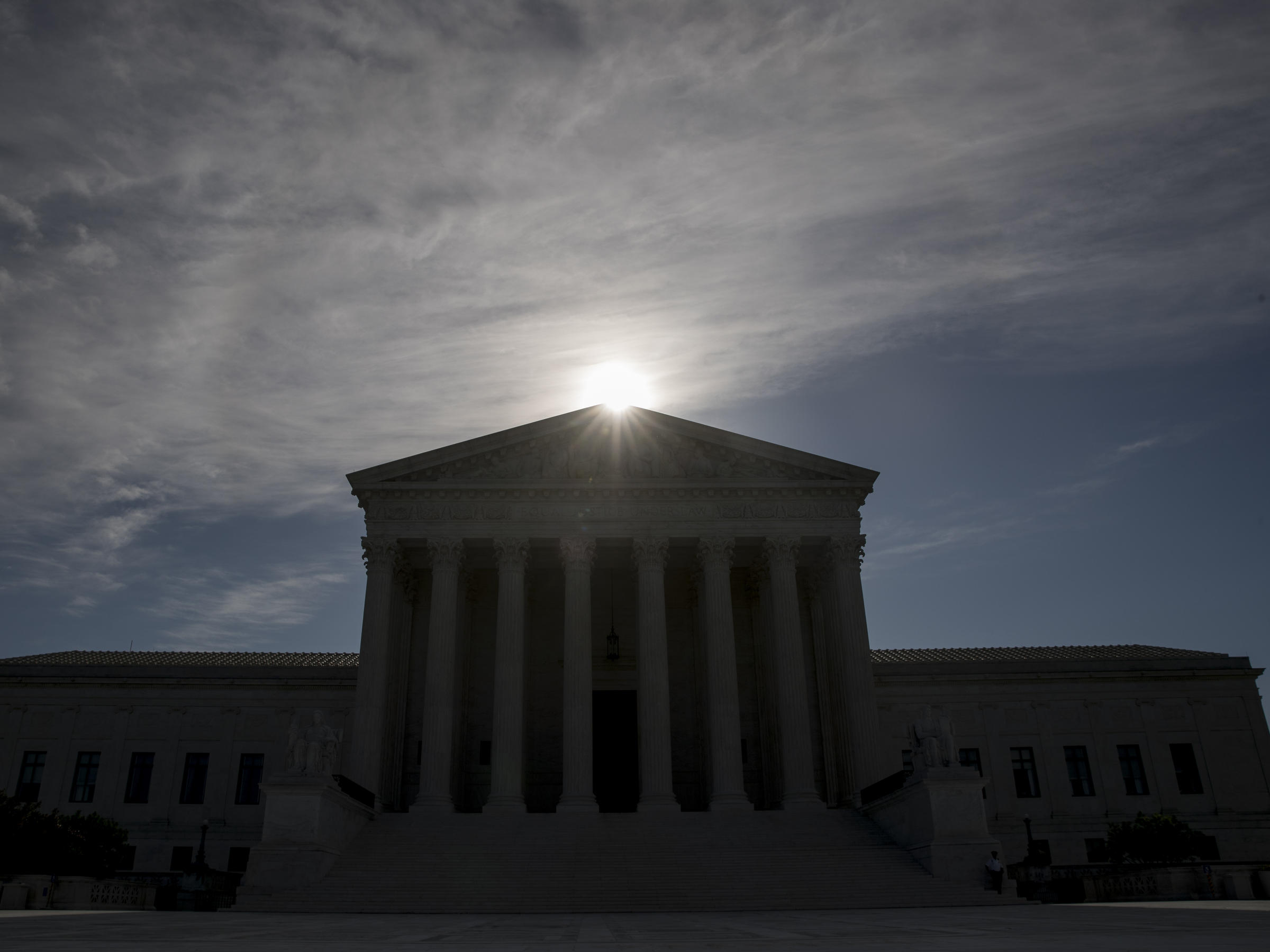 Undocumented immigrants: Trump administration wages last major Supreme Court fight