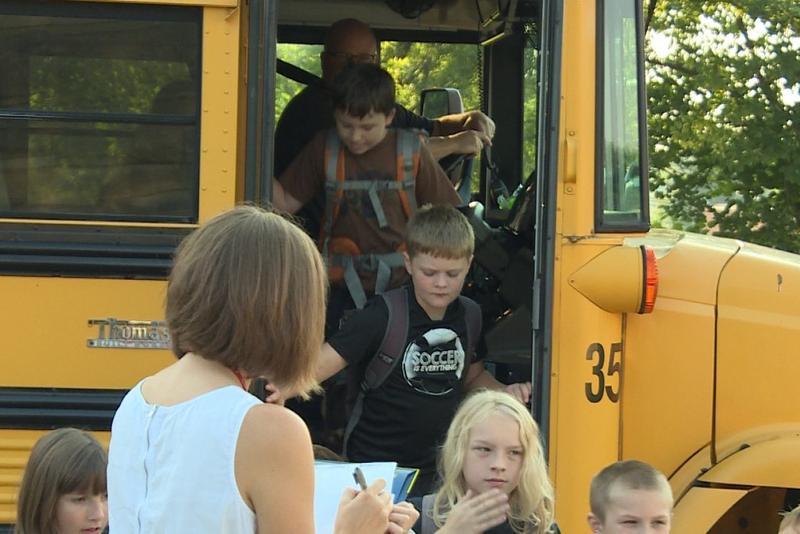 Kids getting off of school bus. (WFIU/WTIU)