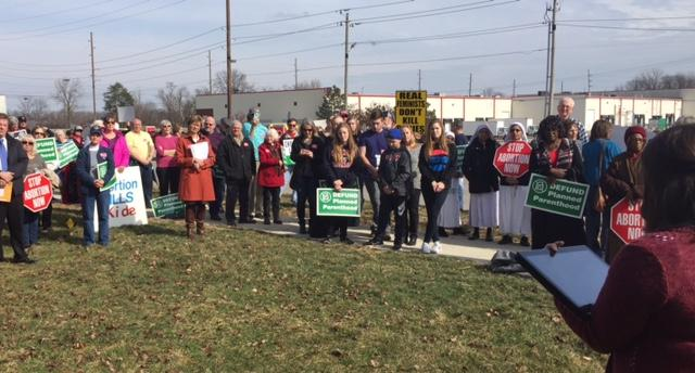 People rally to defund Planned Parenthood. (Jill Sheridan/IPB News)